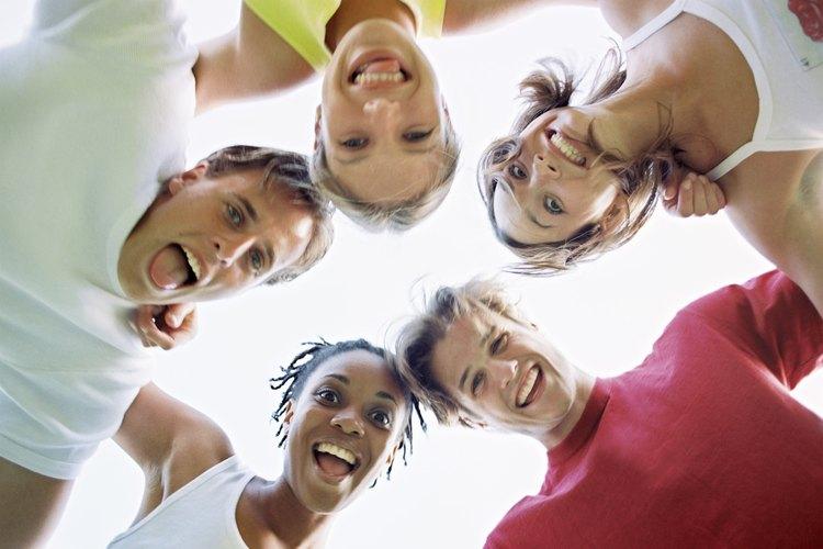 La risa rompe el hielo y ayuda a los jóvenes a conocerse.