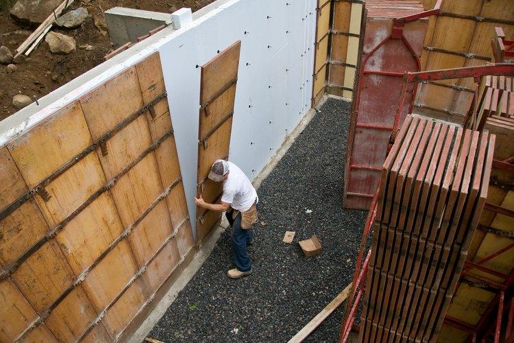 Observa si en la pared exterior hay madera o algún material derivado de plantas.
