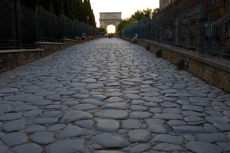 Redondos o angulares, los adoquines son materiales comunes para carreteras, edificios y paisajes.