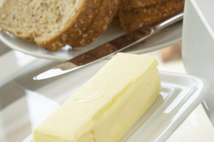 Elige mantequilla en lugar de margarina.