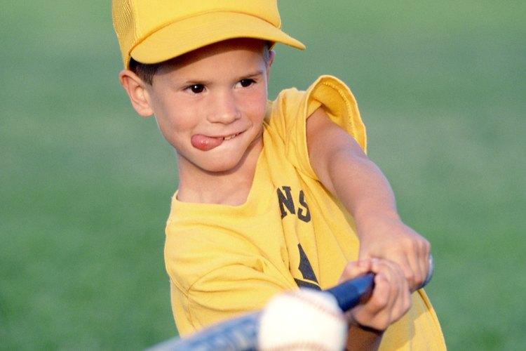 Los niños menores de 4 años de edad son aptos para divertirse practicando deportes simples.