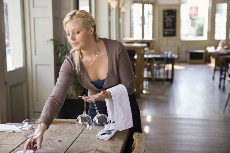 Los restaurantes tienen una larga lista de trabajos de limpieza que deben completarse de forma diaria.