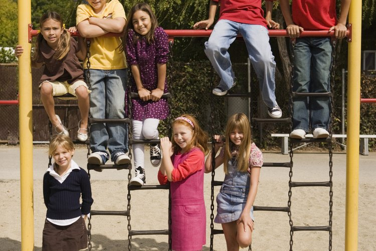Desafía a los estudiantes a organizarse de nuevo en la pirámide.
