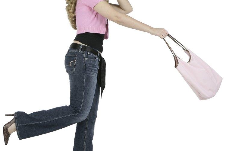 Agrega un poco de estabilidad a una cartera desgarbada para que mantenga su forma.