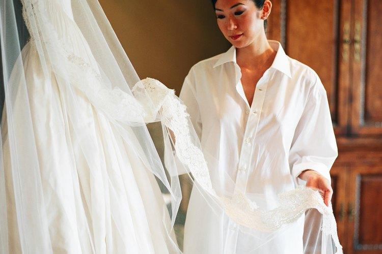Nunca tomes decisiones rápidas al elegir un vestido de novia.
