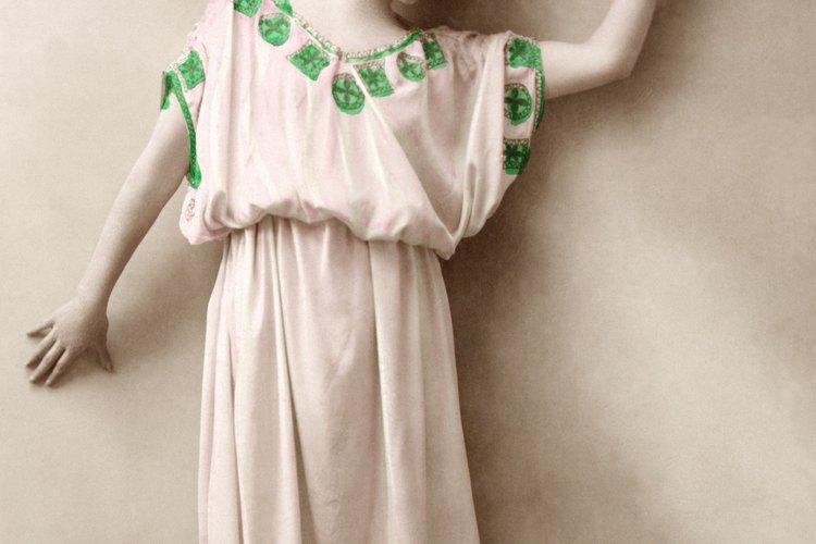 Las túnicas griegas estaban sujetadas en los hombros.