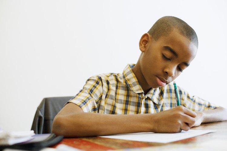 Las habilidades organizacionales que tu hijo usa para terminar su tarea le servirán bastante.