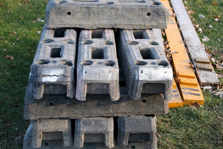 Los agujeros en los bloques de concreto te ayudaran a colocar las vigas de manera firme y segura.