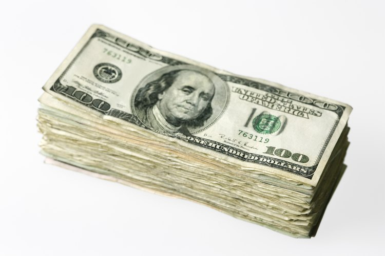 Coloca un peso de un gramo o algo conocido para pesar un gramo, como un billete de un dólar, en uno de los sobres.