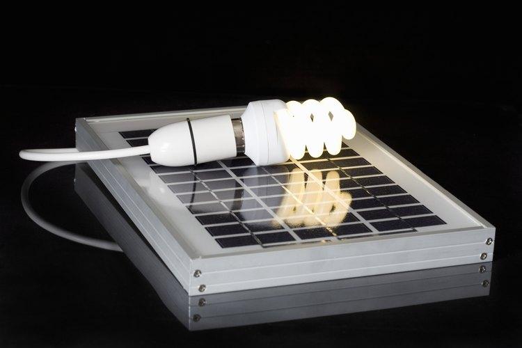 Los inversores se pueden utilizar para convertir la corriente directa de células solares en corriente alterna.