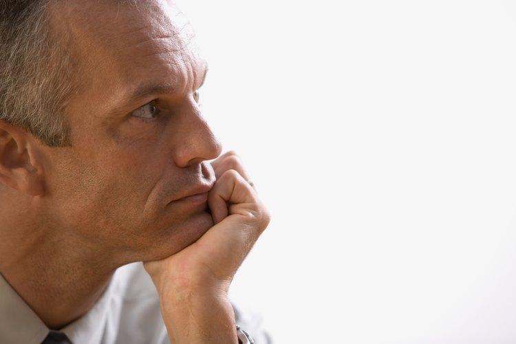 Cumplir los 50 hace que un hombre se cuestione su lugar en la vida.