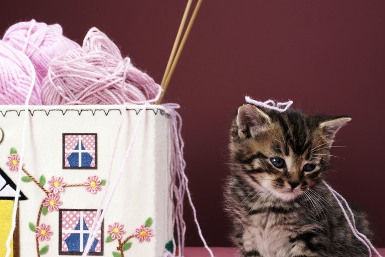 La lana tiende a arrugarse menos que el algodón o el lino.