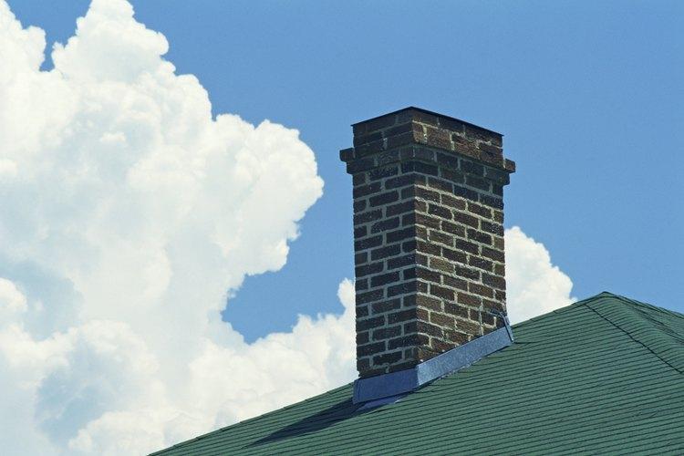 Una chimenea moderna debería producir poco humo cuand el equipo de calefacción está funcionando adecuadamente.