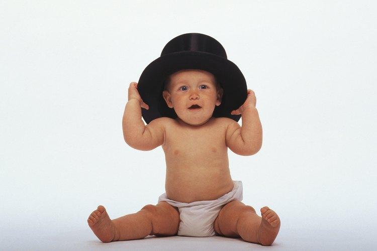 Haz un sombrero de Mickey para que los niños lo usen para jugar a ser Mickey o para una fiesta.
