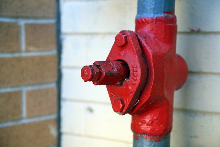 La línea principal de agua se encuentra generalmente al costado de una casa.