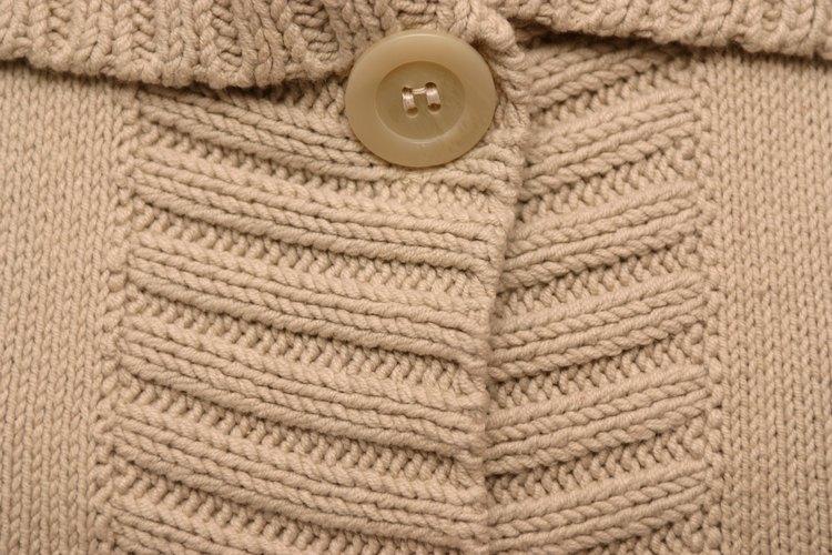 Lee la etiqueta de cuidados en tu suéter antes del lavado, secado o limpieza en seco.
