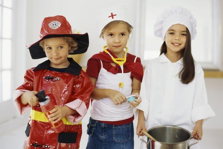 Los disfraces permiten que un niño se meta en el personaje durante los juegos de simulación.