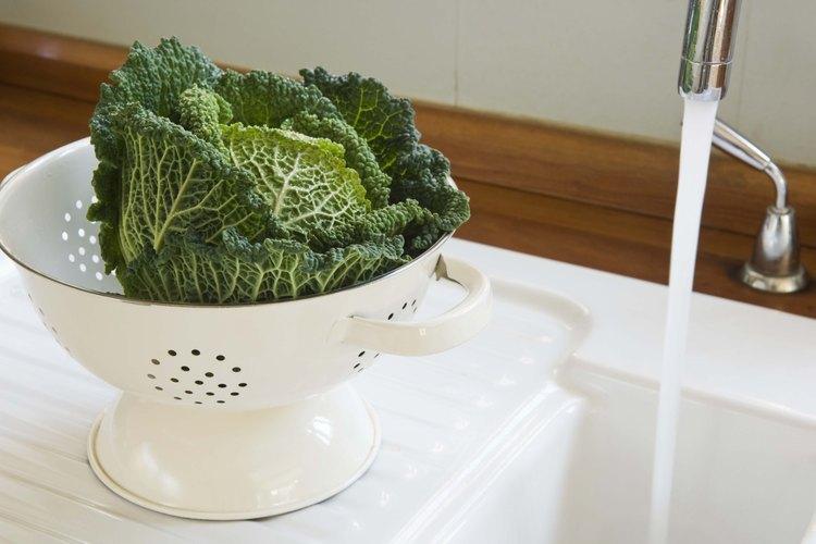 Un colador también puede servirte para enjuagar tus vegetales.