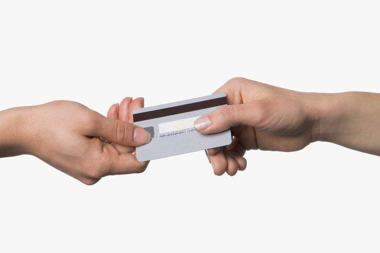 Administra el flujo de efectivo y pagos con máquinas de registro de caja y lectores de tarjetas de crédito.