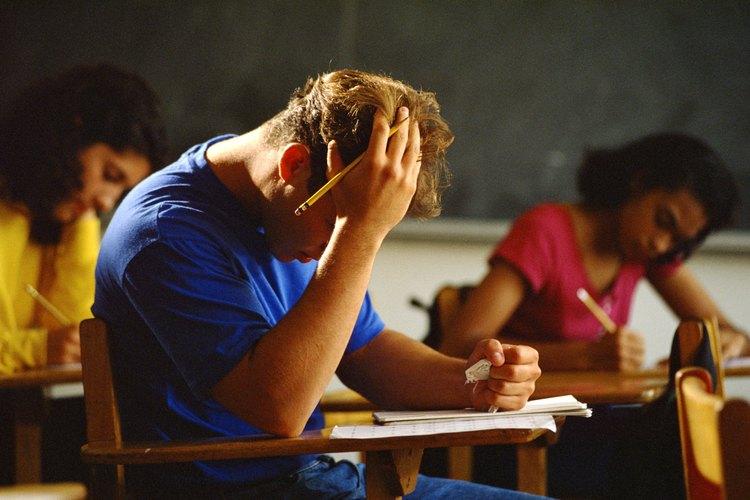 El estrés y las preocupaciones académicas pueden afectar la salud social de un adolescente.