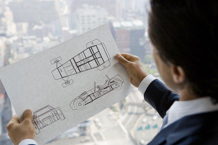 Un ingeniero de servicios al cliente también trabaja colabora con la mejora de los productos que fabrica la empresa.