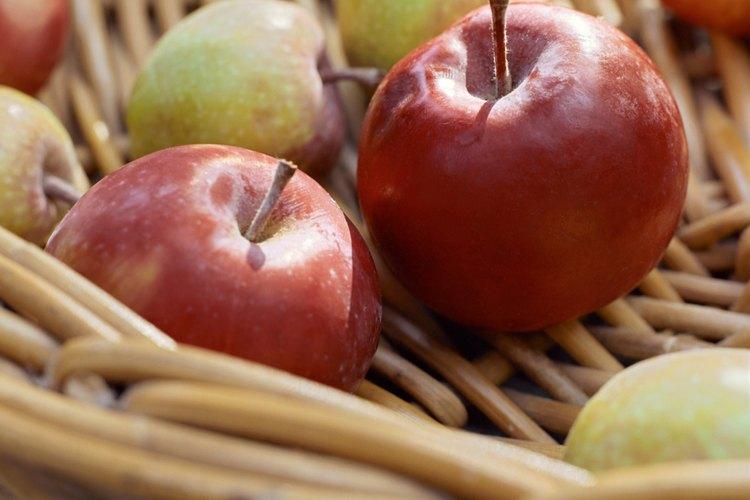 Las manzanas con una larga vida de estante son generalmente una buena opción para hacer salsa.