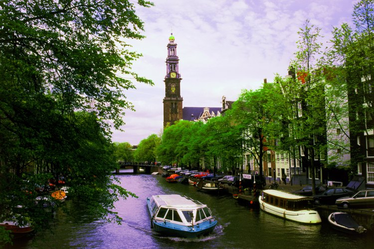 Vista de un canal en Amsterdam.