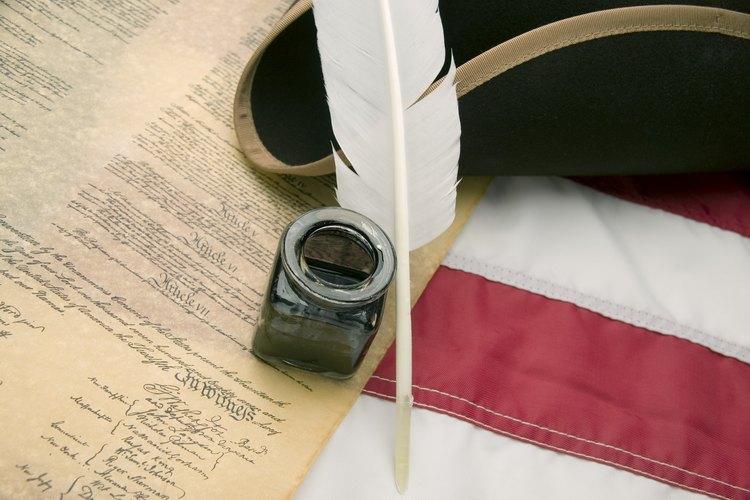 La Constitución, la Declaración de Independencia y otros documentos que formaron la nación se escribieron como resultado de la Revolución de Estados Unidos.