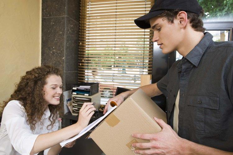 Las recepcionistas dan la primera impresión a los visitantes de la compañia.