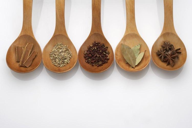 Las especias generalmente son seguras en una dieta libre de gluten, pero ten cuidado con las mezclas.
