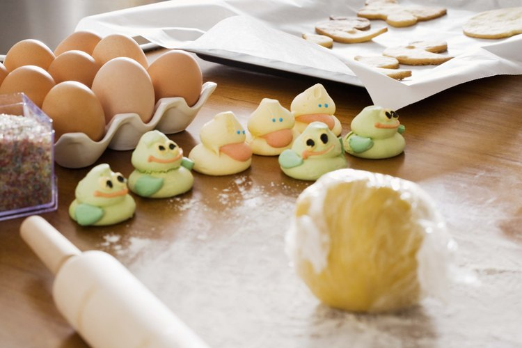 La masa de galletas pegajosa puede ser refrigerada para hacerla más firme.