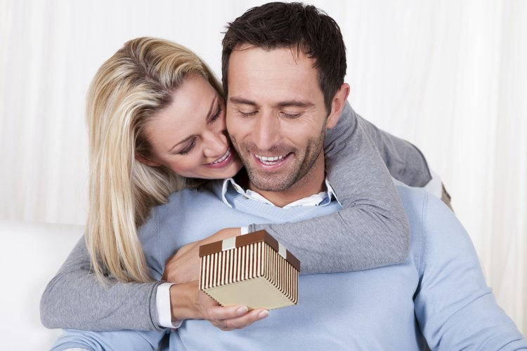 Sorprende a tu pareja en su cumpleaños con regalos dulces y baratos.