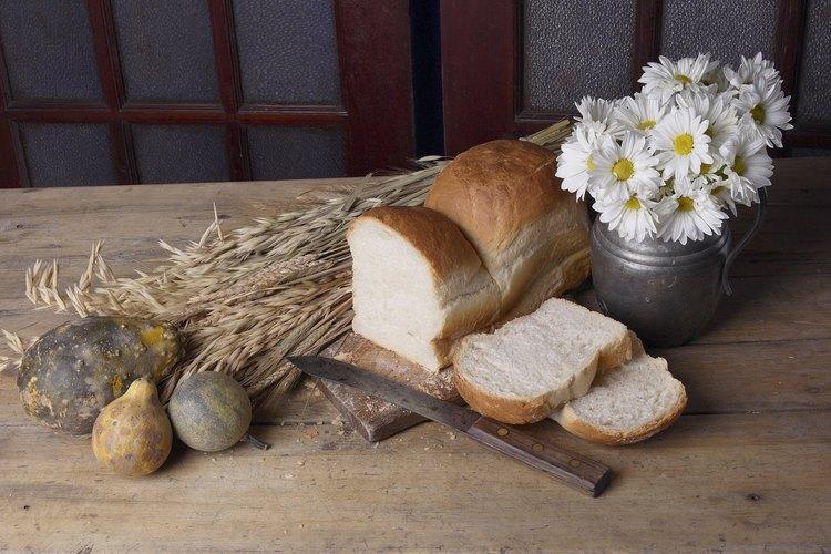 Una rodaja de pan casero recién hecho es una delicia para algunos.