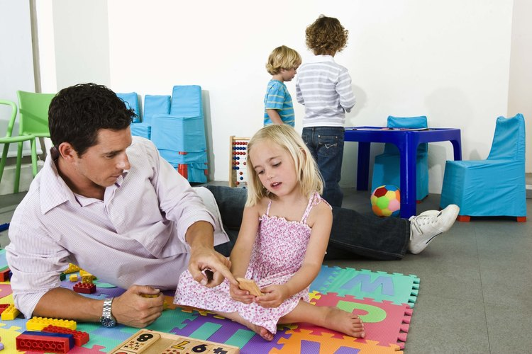 La canción del nombre es una actividad introductoria para ayudar a los niños a familiarizarse con el sonido y la ortografía de su nombre.