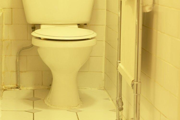 Una broca con punta de diamante te permitirá perforar los azulejos de porcelana y colgar los accesorios de tu baño.