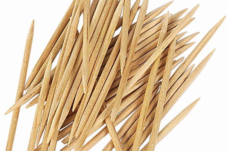 Los palillos de dientes en tu mesa comienzan como un tronco de abedul.