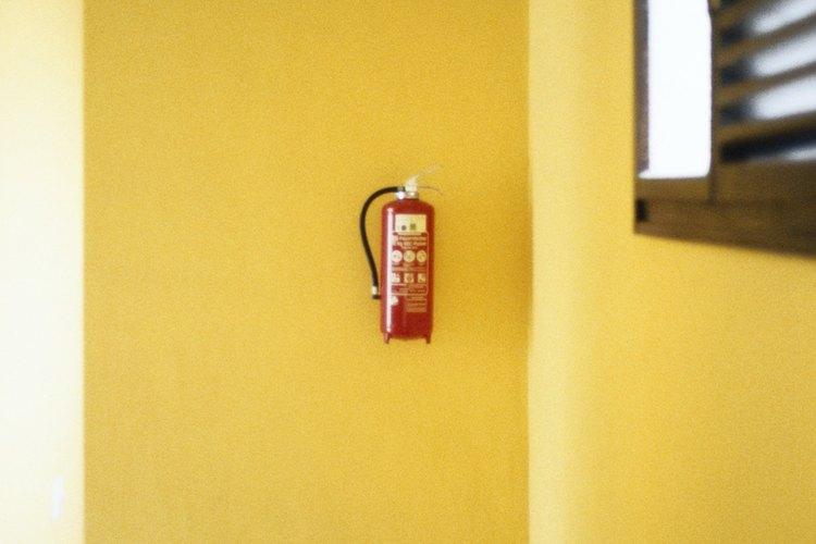 Los extintores de incendios deben estar ubicados en zonas de fácil acceso.
