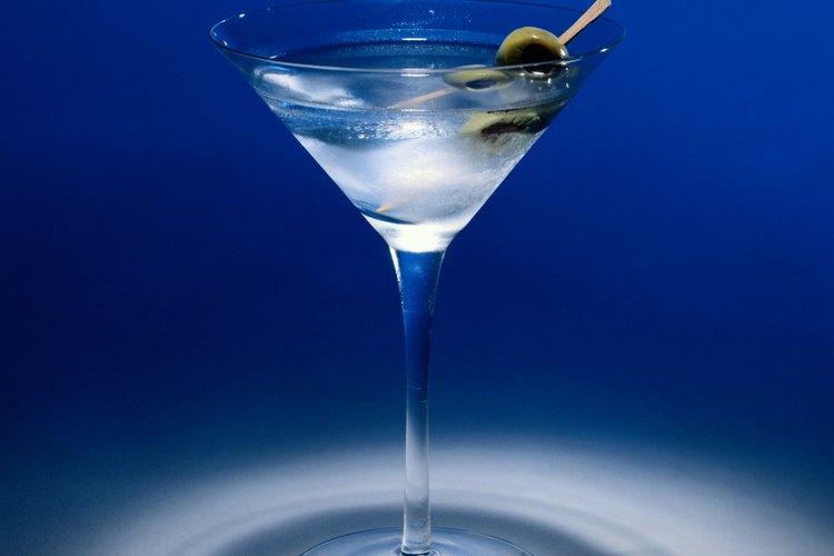 Martini clásico con aceitunas.