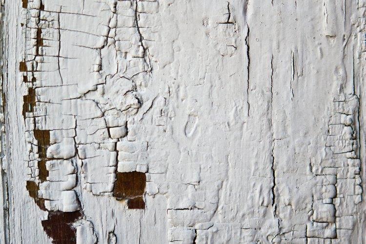 Quita la pintura vieja de un mueble y vuelve a darle un acabado a la pieza para hacerla lucir como nueva.