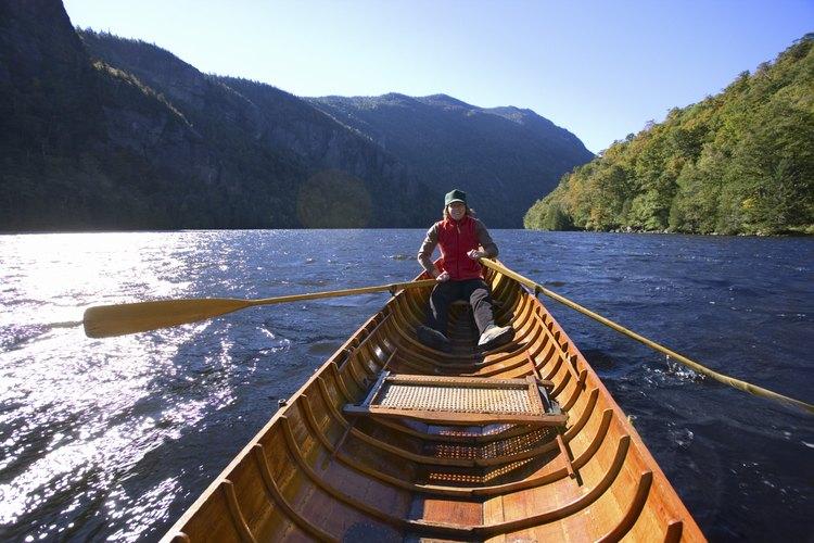 Las canoas llevan a los campistas a los más remotos parajes en las Adirondack.