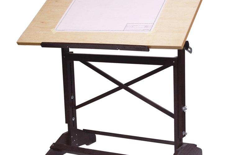Las reglas básicas de dibujar a mano ayudan a la persona que dibujan a utilizar programas de computadora para diseñar.