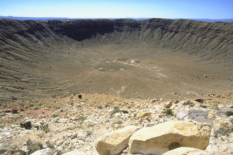 Los cráteres de impacto se pueden ver en los cuatro planetas terrestres.