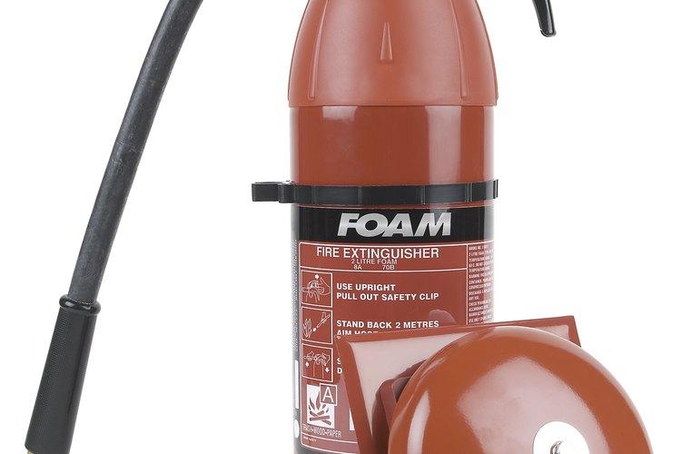 Se utilizan diferentes tipos de extintores para diferentes categorías de incendios.