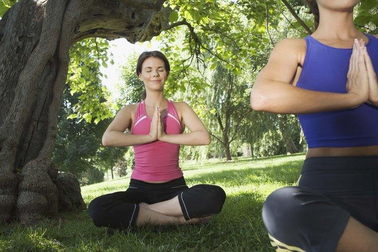 Contrae los músculos del estómago mientras respiras.