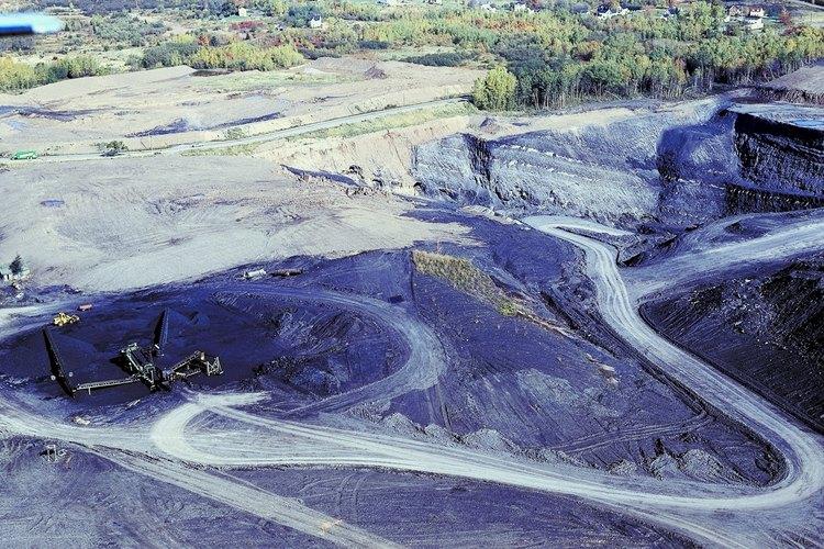 Hay varios tipos de métodos de minería a cielo abierto para la extracción de arena, grava y minerales de la tierra, incluyendo la extracción por banda, a cielo abierto, y la extracción de la cima de la montaña.
