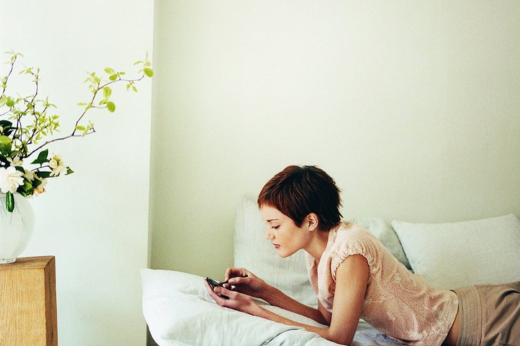 Con la adición de una cama plegable, la oficina o cuarto de confección se convierten en un cuarto para invitados en un momento necesario.