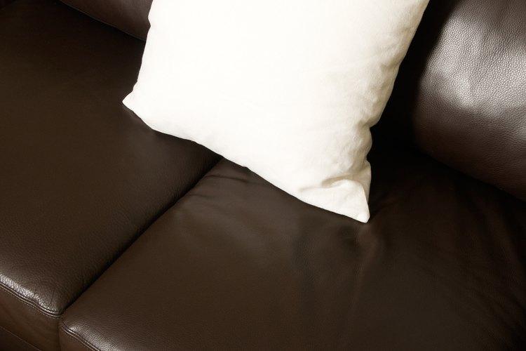Siempre debes cubrir los muebles para evitar derrames cuando pintas.