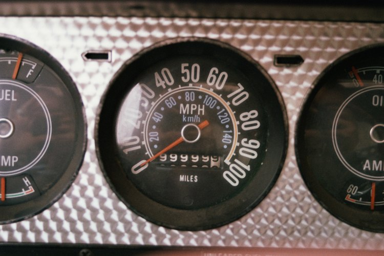 Mantén pulsado el odómetro de viaje.