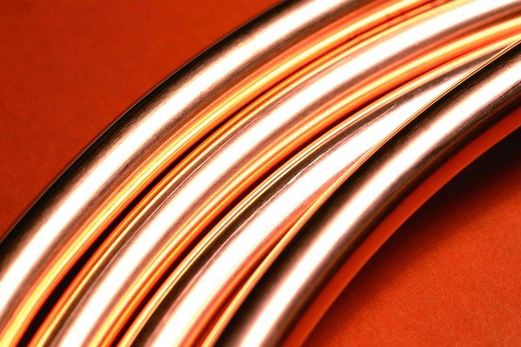 La tubería de cobre de un evaporador es delgada y flexible.