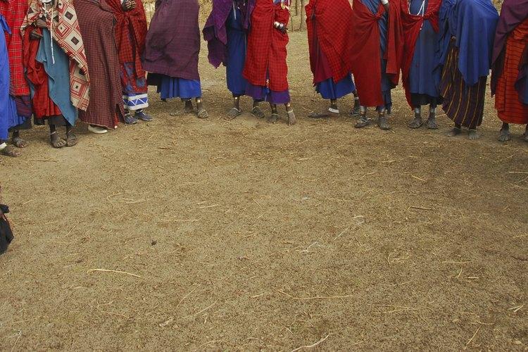 Tribu reunida para bailar.